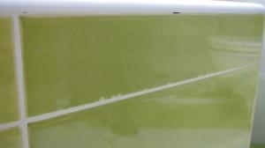 Keramické obklady byly poškozené v řezu a přesto jimi byla provedena koupelna i WC